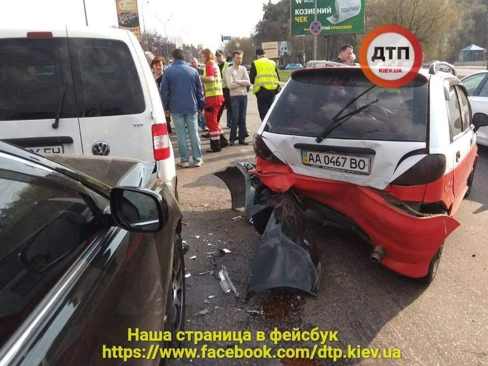 В Киеве произошло пьяное ДТП, пострадали два человека (фото)