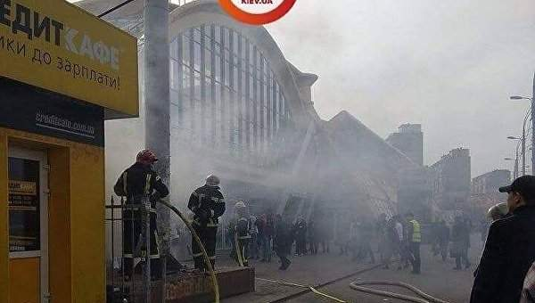 В Киеве на Караваевых дачах  загорелся МАФ