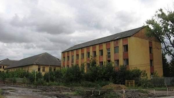 В Закарпатской области на территории бывшей воинской части погибла девушка