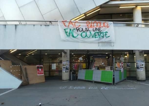 Студенты французского университета протестуют против образовательной реформы