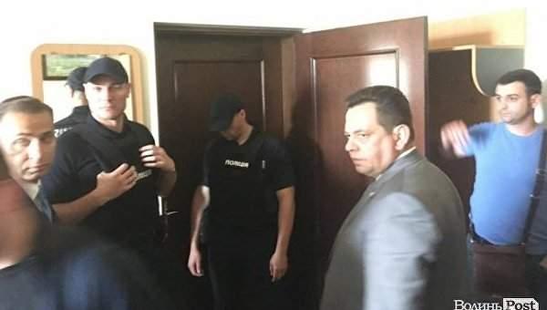 В Луцке правоохранители провели обыски в кабинете заместителя мэра
