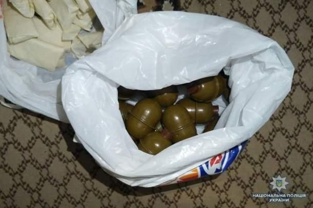 В Виннице у мужчины обнаружили арсенал взрывоопасных предметов (фото)