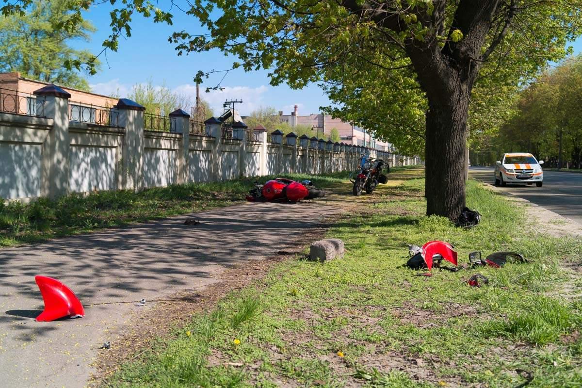 В Днепре мотоциклист врезался в маршрутку с пассажирами (фото)
