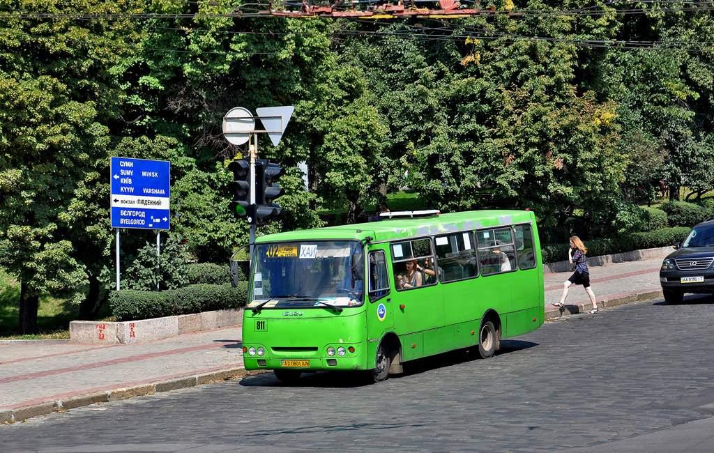 В Киеве на территории предприятия сгорел автобус