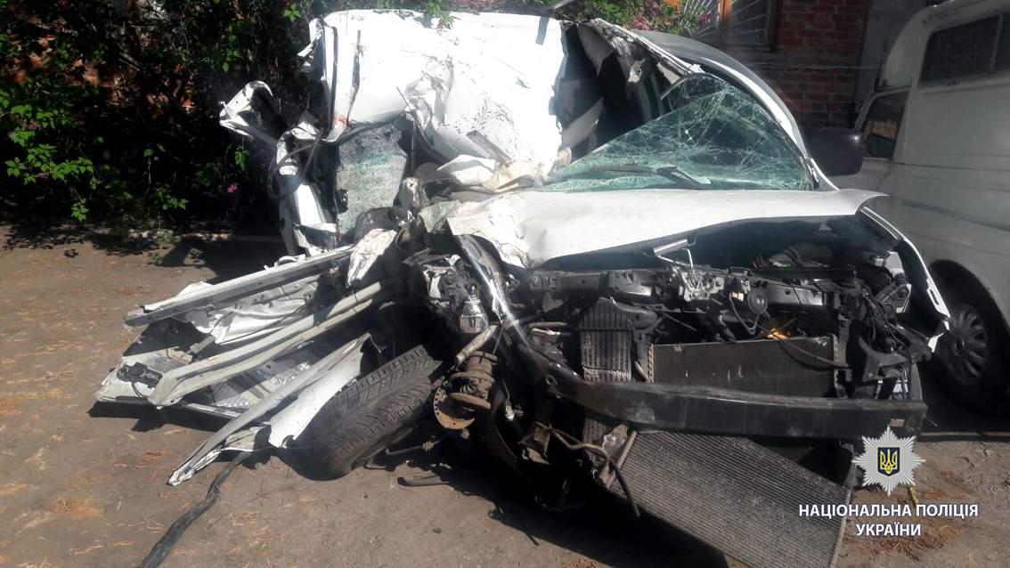 Под Красноградом столкнулись два автомобиля, погибла 56-летняя женщина