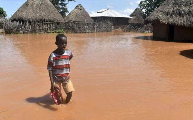 В Кении из-за обильных дождей начались массовые наводнения: есть жертвы (видео)