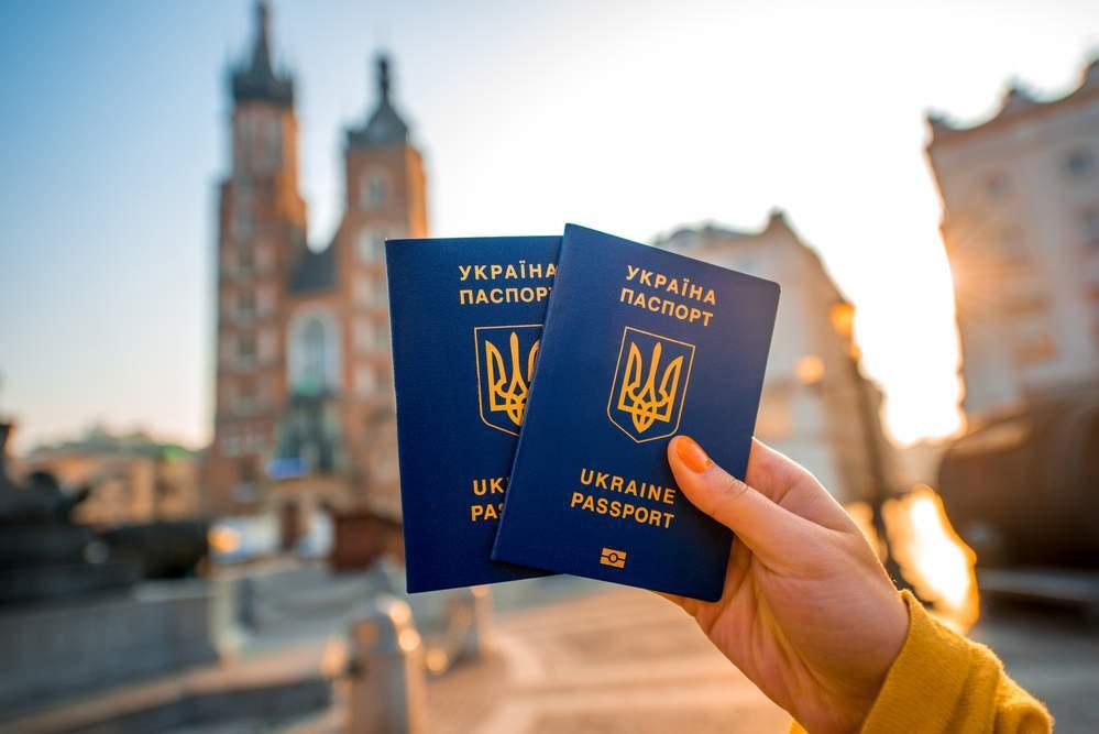 При оформлении визы для поездки в ЕС украинцам нужно заплатить 7 евро