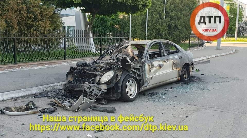 В Киеве попал в яму и сгорел