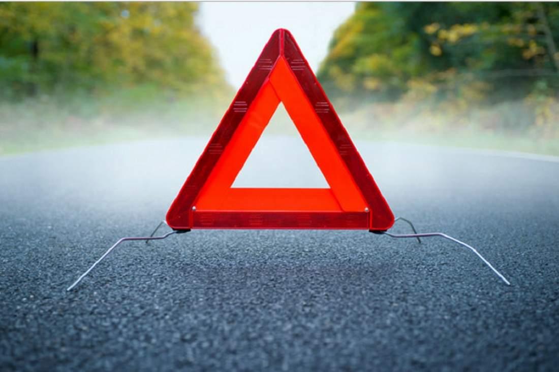 В Харькове водитель автомобиля врезался в автовышку