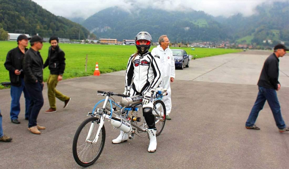 Во Франции велосипедист подготавливаясь к мировому рекорду разбился насмерть