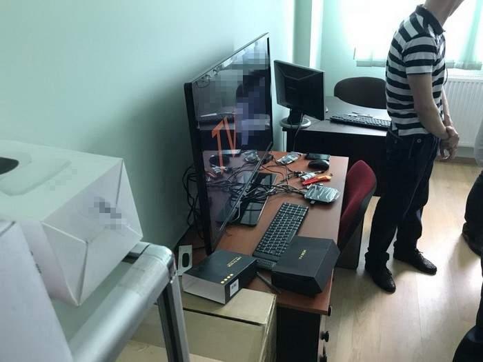 Во Львове СБУ прекратила трансляцию запрещенных в Украине телеканалов (фото)