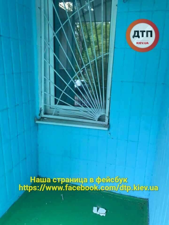 В Киеве неизвестные ограбили реабилитационный центр для детей с инвалидностью (фото)