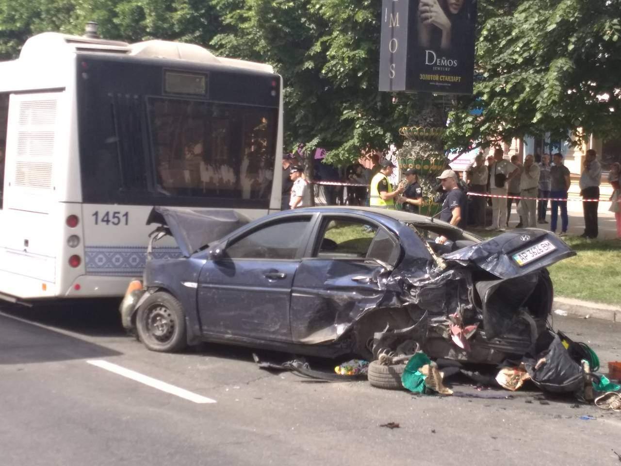 В Запорожье произошло масштабное ДТП: есть пострадавшие (фото)