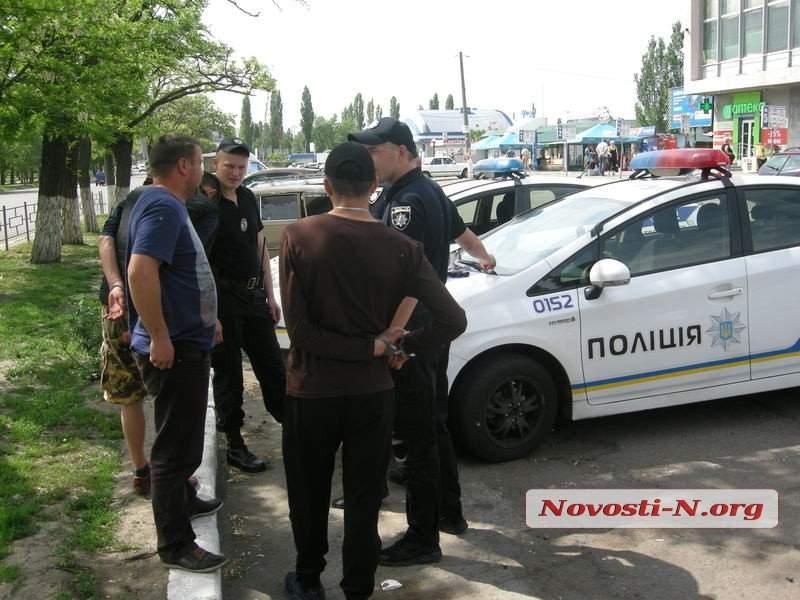 В Николаеве двое военных устроили стрельбу на центральном автовокзале (фото)