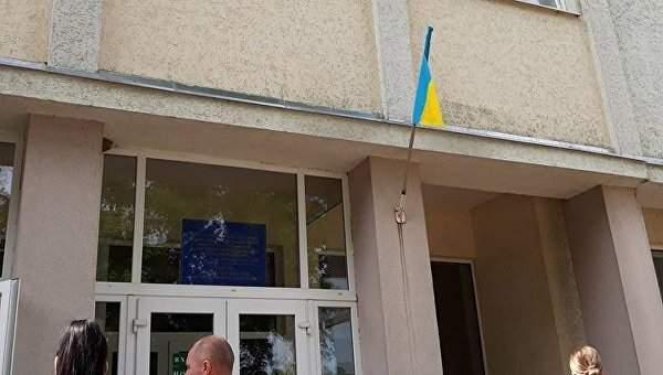 В Ужгороде за несколько часов до приезда  Гройсмана был снят венгерский флаг со школы