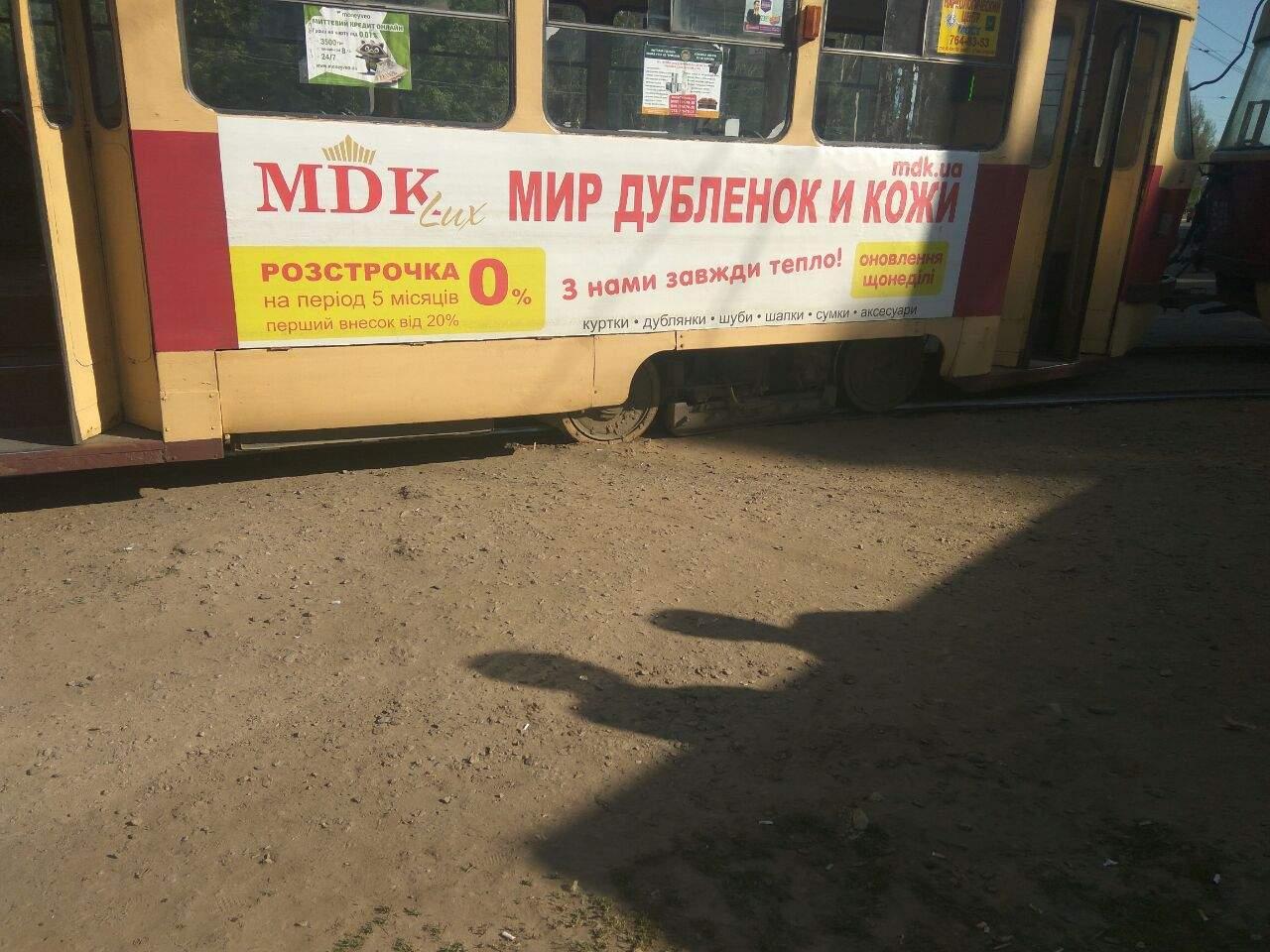 В Харькове очередной трамвай сошел с рельсов, движение по маршруту приостановлено (фото)