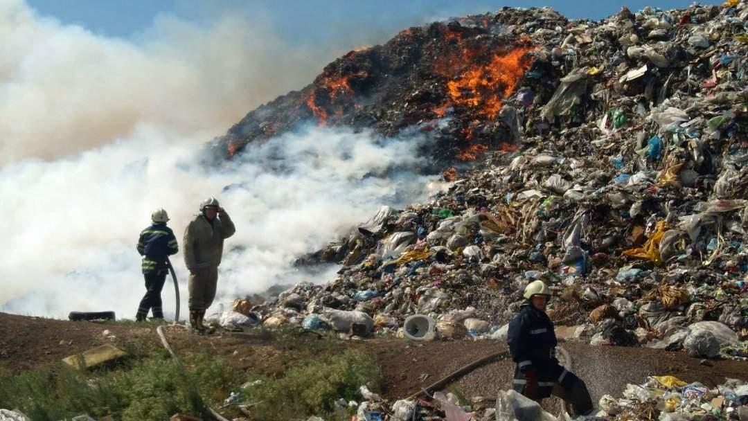 В Днепропетровской области несколько дней горит свалка