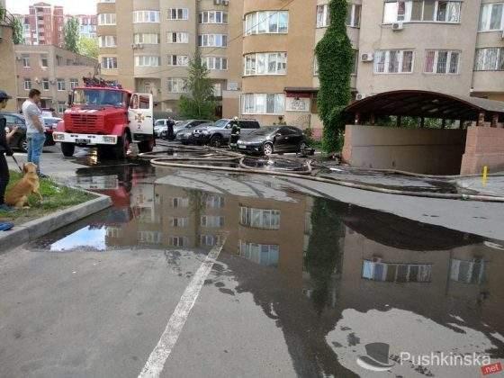 В Одессе произошел пожар в новостройке, людей эвакуируют