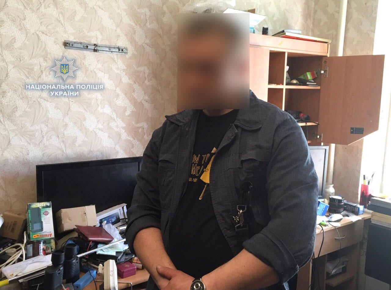 В Ровно мужчина хранил целый арсенал оружия дома и в гараже