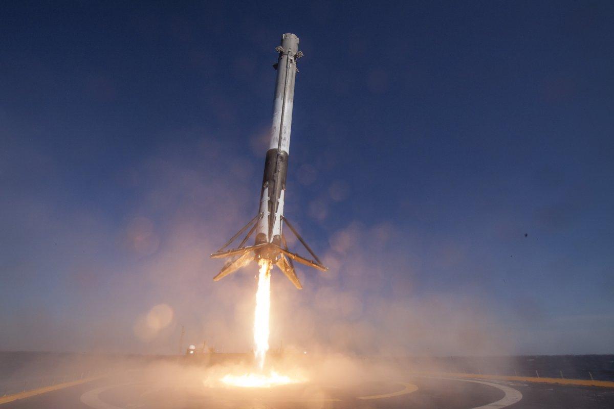 SpaceX произвела успешный пуск ракеты Falcon 9 (ВИДЕО)