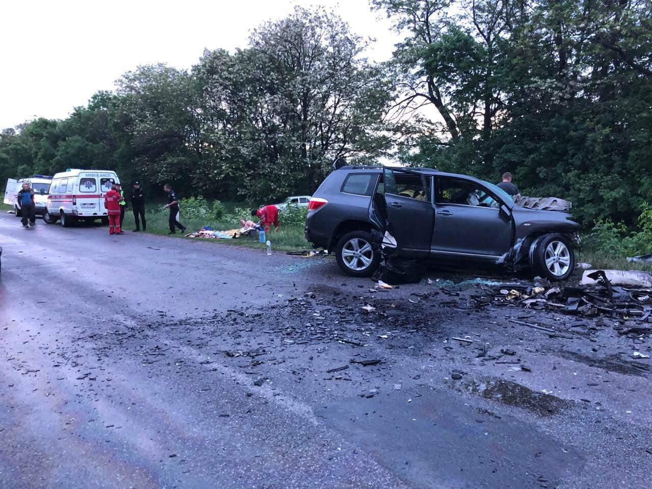 В результате ДТП под Кировоградом погибли четыре человека, еще двое пострадали (фото)