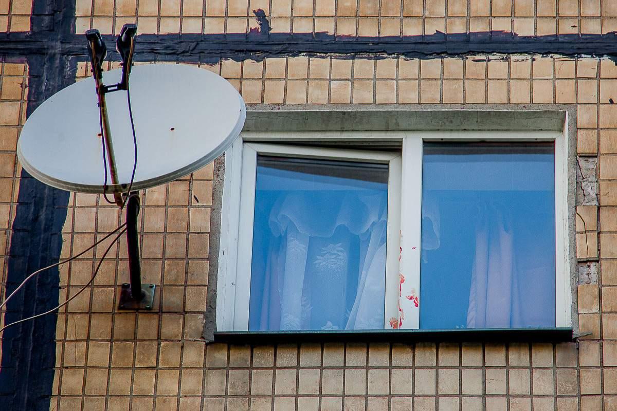 В Днепре мужчина вскрыл вены, а после выбросился из окна (фото)