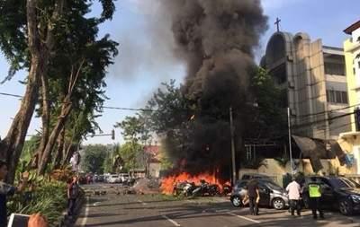 В Индонезии  в трех церквях произошли взрывы, погибли пять человек