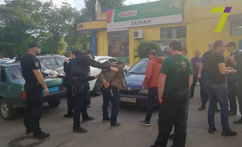 В Одессе полицейские со стрельбой устроили погоню за злоумышленниками (фото)