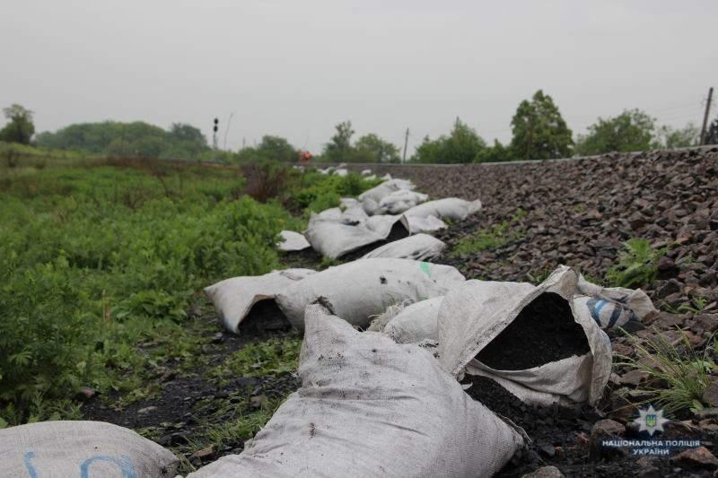 В Донецкой области пытались ограбить грузовой поезд с углем (фото)
