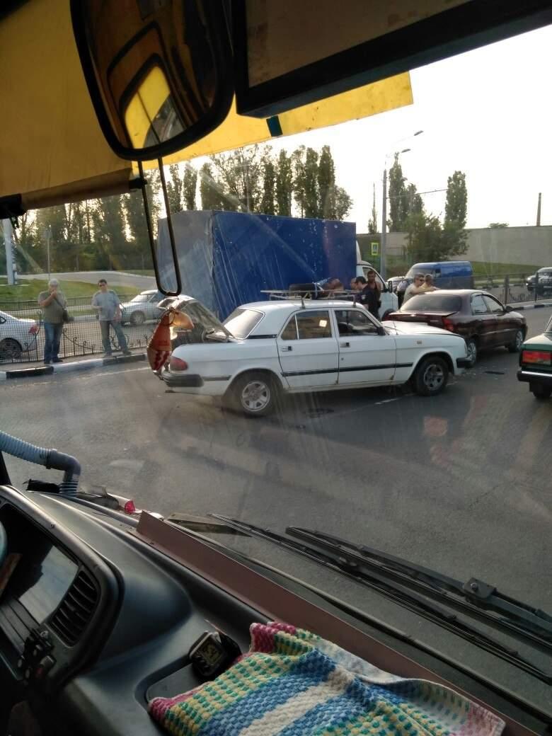 Масштабное ДТП в Харькове заблокировало трассу на Гагарина