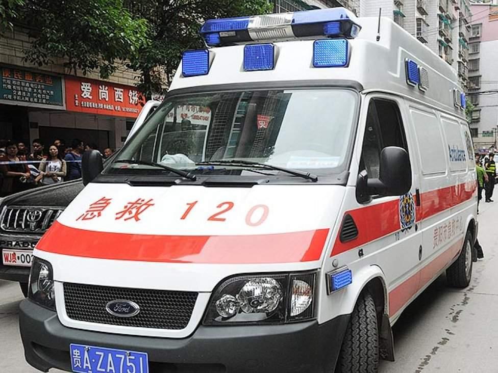 В Китае грузовик столкнулся с микроавтобусом: 7 человек погибли на месте