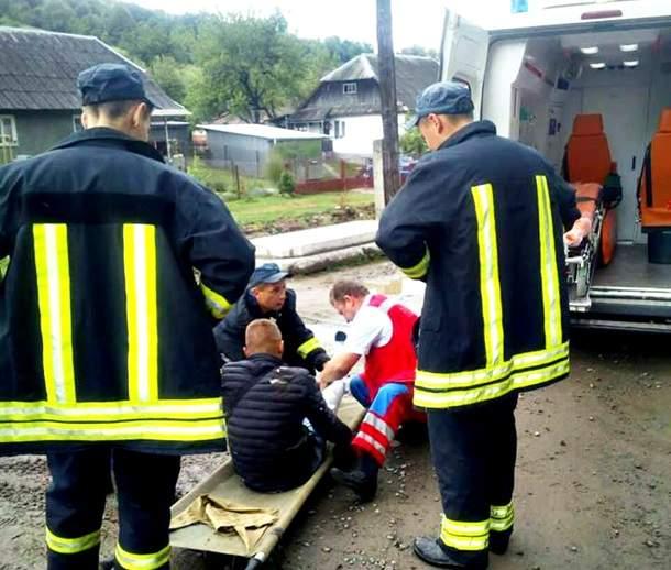 В Карпатах парень выпал из движущегося поезда (фото)