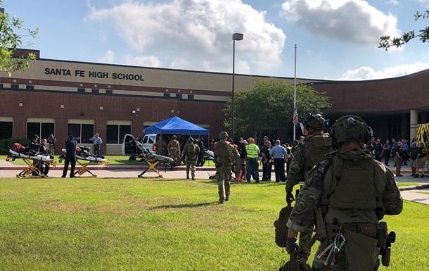 В результате стрельбы в школе США не менее 8 человек погибших