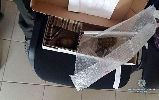 В Донецкой области мужчина пытался отправить почтой гранаты Ф-1 и РГД-5