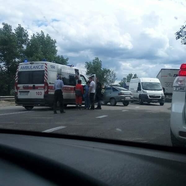 На Харьковщине из-за крупного ДТП остановлено движение на важной трассе