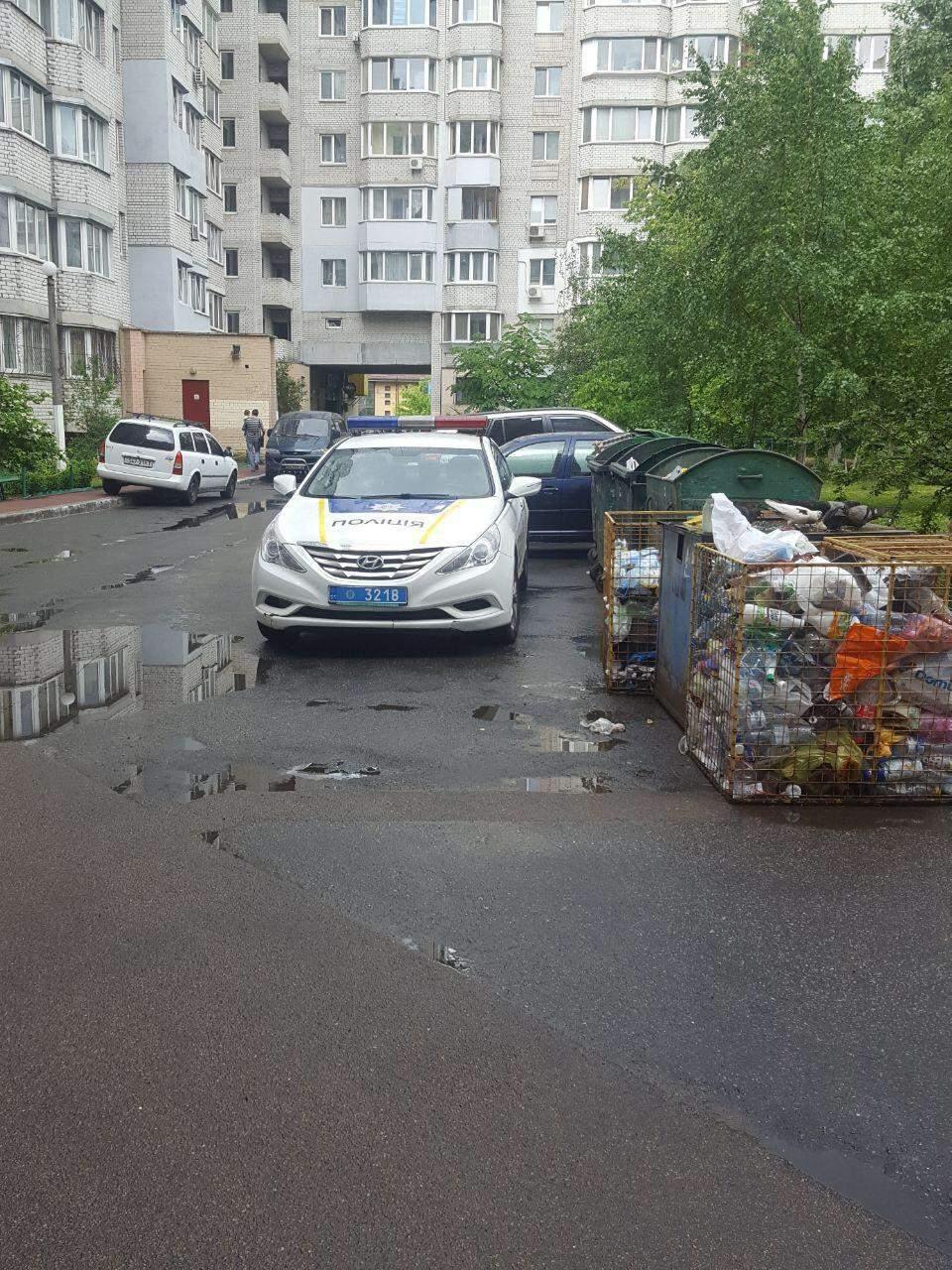 В Киеве мужчина выпал из окна седьмого этажа