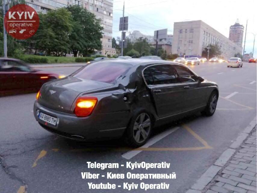 В Киеве мотоциклист влетел в  автомобиль