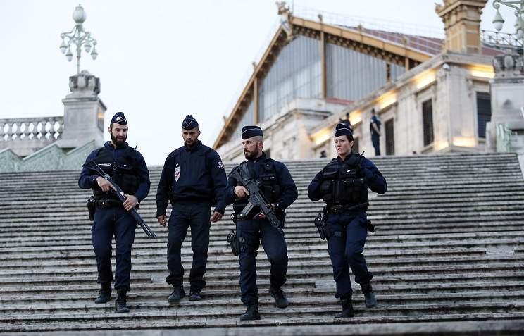 На юге Франции неизвестные в масках и с автоматами Калашникова устроили стрельбу