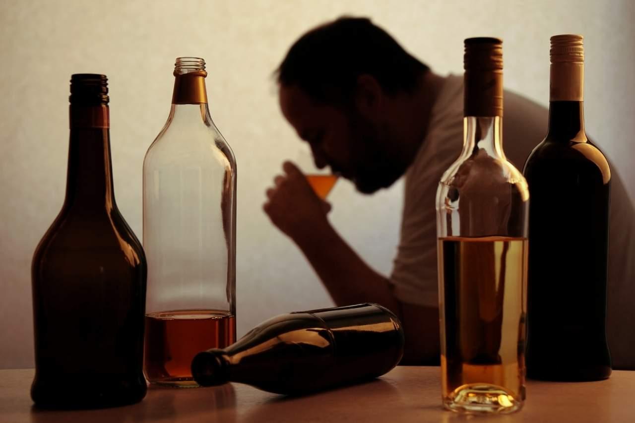 На Киевщине 6 человек скончались от отравления суррогатным алкоголем