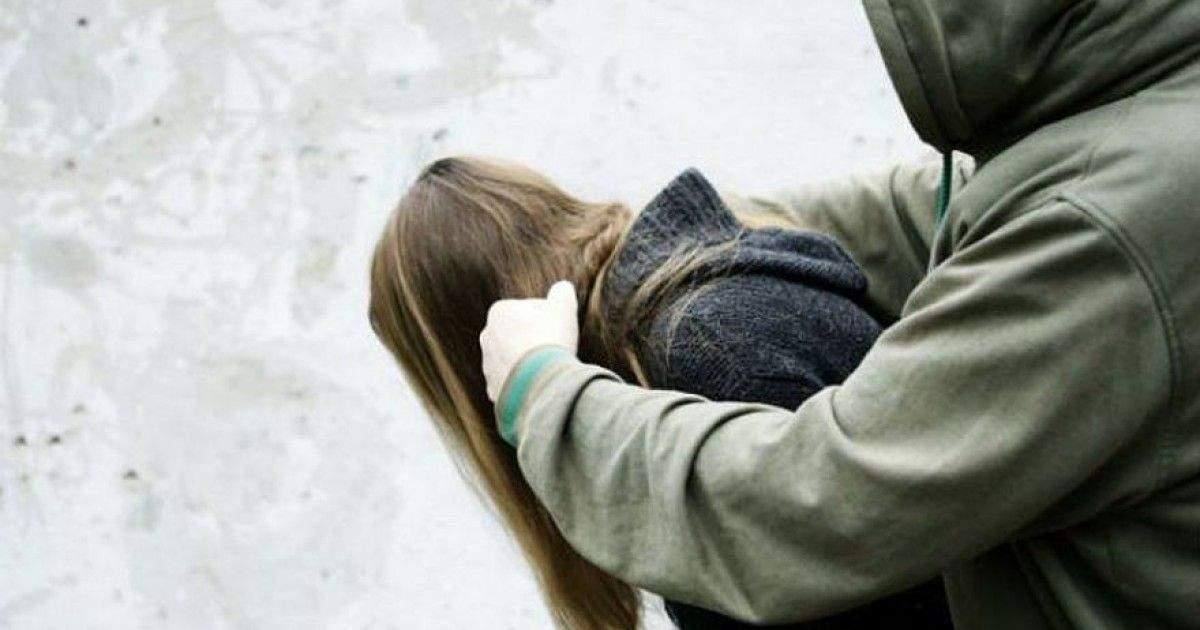 В Киеве мужчина напал на двух женщин и пытался одну из них изнасиловать