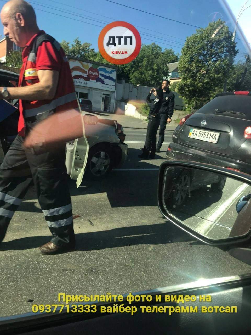В столице столкнулись три автомобиля: есть пострадавшие (фото)