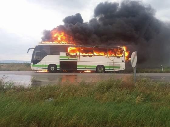 В Греции молния ударила в автобус с пассажирами (фото)