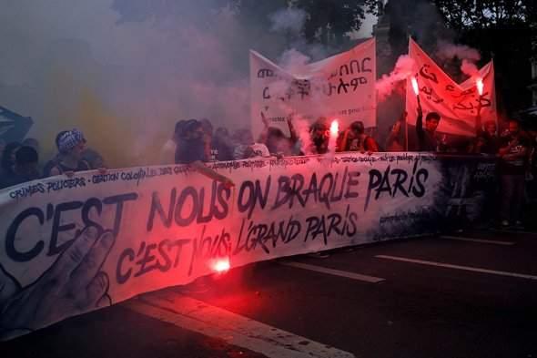 В Париже произошли стычки между противниками Макрона и полицией (фото)