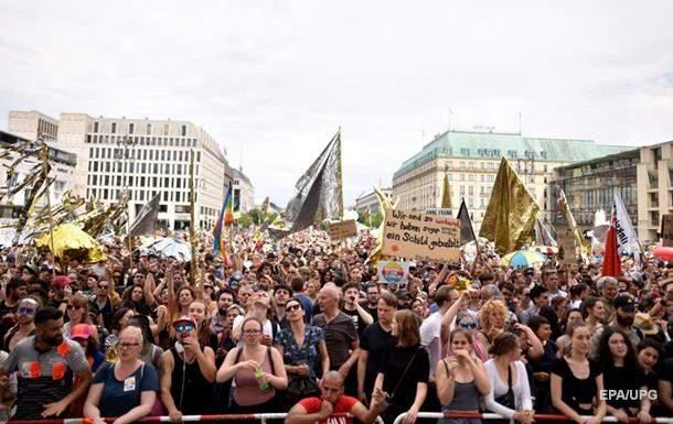 В Берлине прошли марши сторонников и противников ультраправых