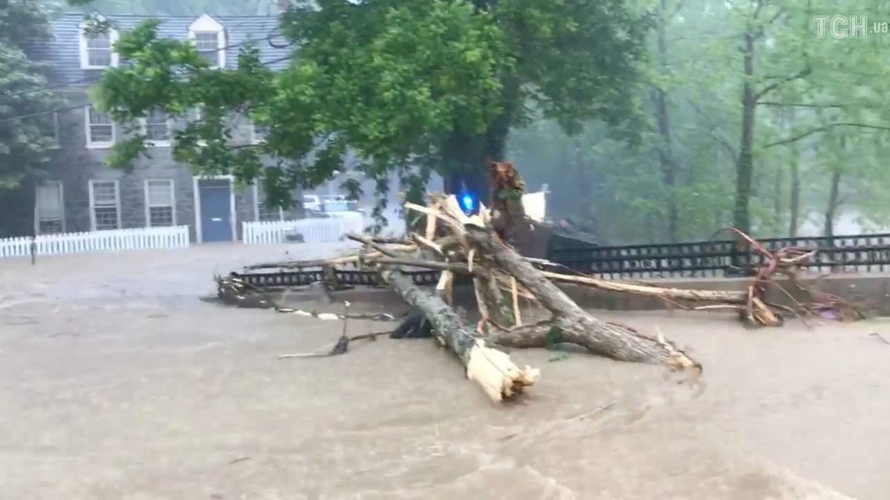 В Мэриленде потоки грязи и дождевой воды залили дома