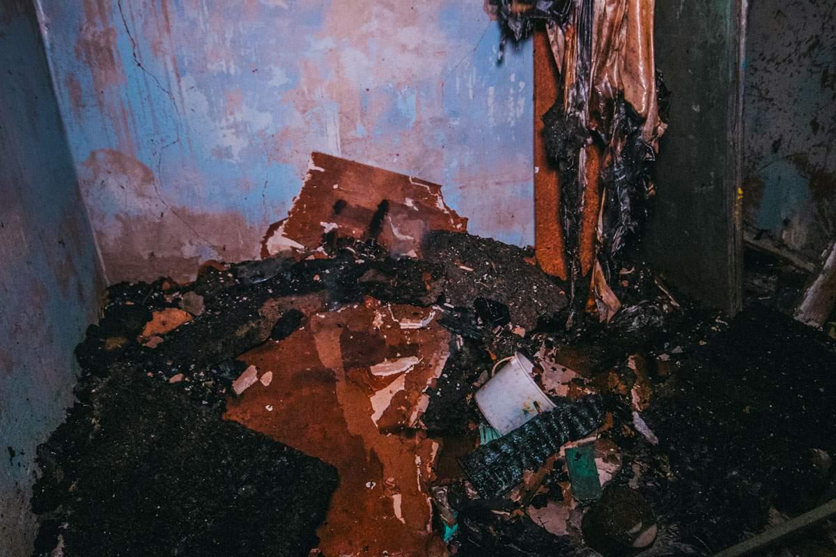В Киеве во второй раз за сутки огнем снова был охвачен кинотеатр «Экран» (фото)