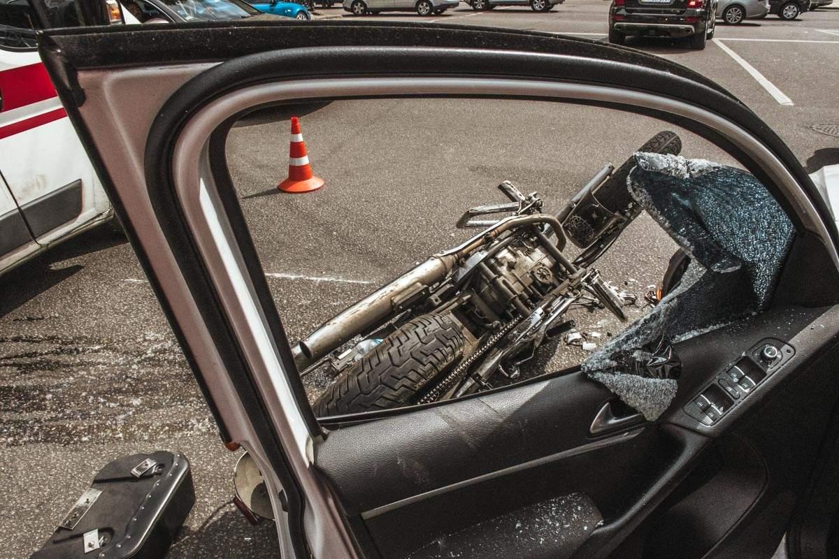 В Днепре пьяный водитель врезался в припаркованную фуру и пытался откупиться от полиции (фото)