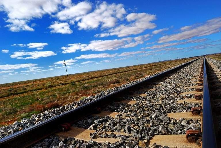 На Луганщине злоумышленники разобрали часть железнодорожного пути