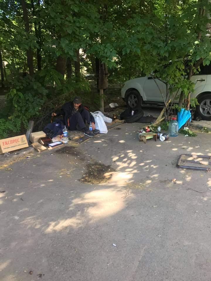 В одном из дворов Одессы живет бездомный с открытой формой туберкулеза