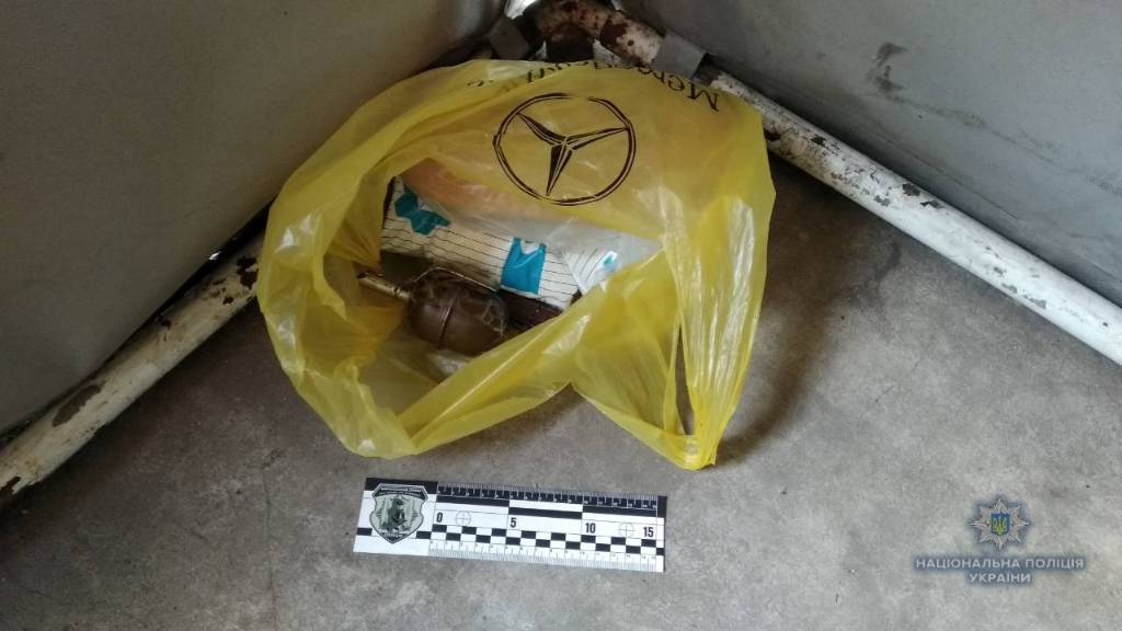 В Николаеве мужчина пришел в магазин с тремя гранатами РГД-5